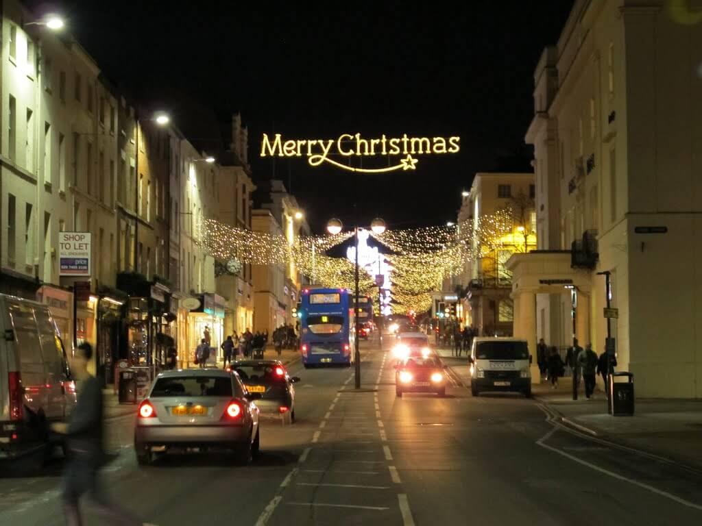 LEAMINGTON SPA CHRISTMAS LIGHT SWITCH ON